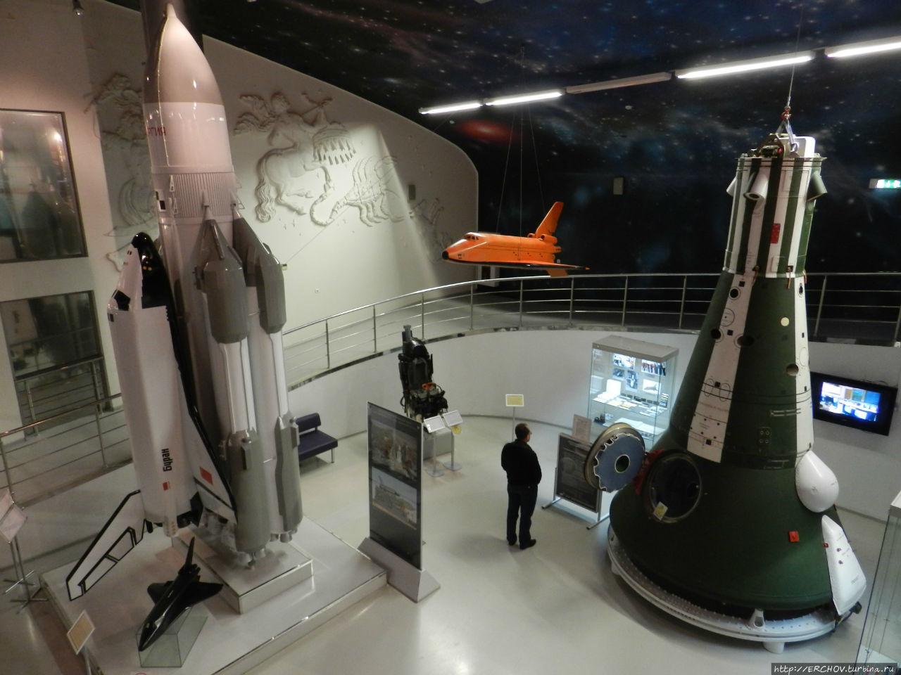 фото ракеты у музея космонавтики в москве рассматривают картины