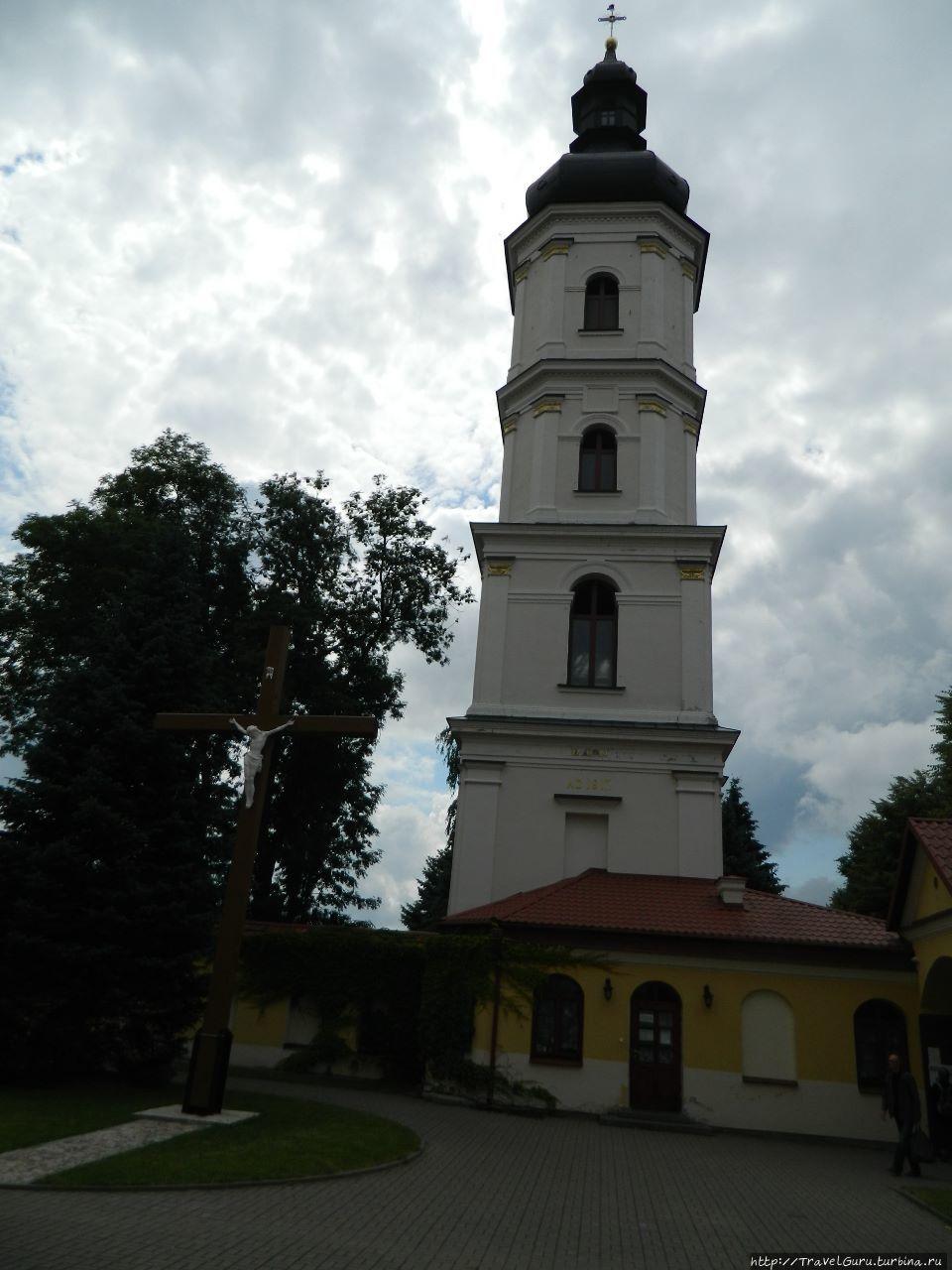 Местная Пизанская башня — наклонённая колокольня. Пинск, Беларусь
