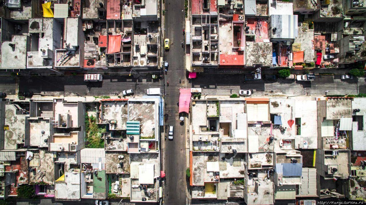 Сверху городская сетка Сь