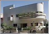 Дом был спроектирован в 1933 году для семьи владельца Шмуэля Рапопорта, основателя и генерального директора Kupat Am Bank — первого еврейского банка в Тель-Авиве. В этом доме 1938 по 1959 год жил мэр Тель-Авива Исраэль Роках.