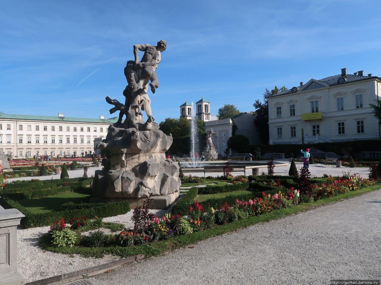 Вид на дворцовые постройк
