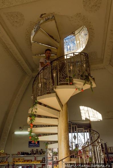 Винтовая лестница арки По