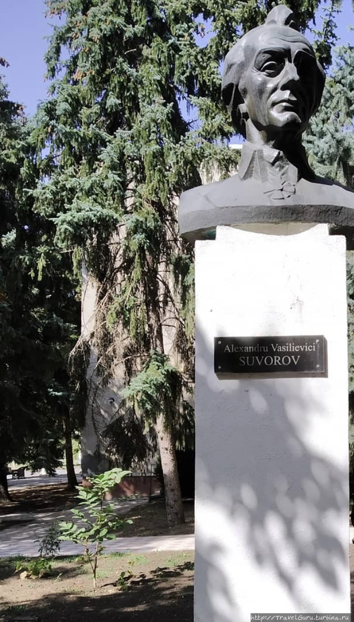 Памятник Суворову в Штефа