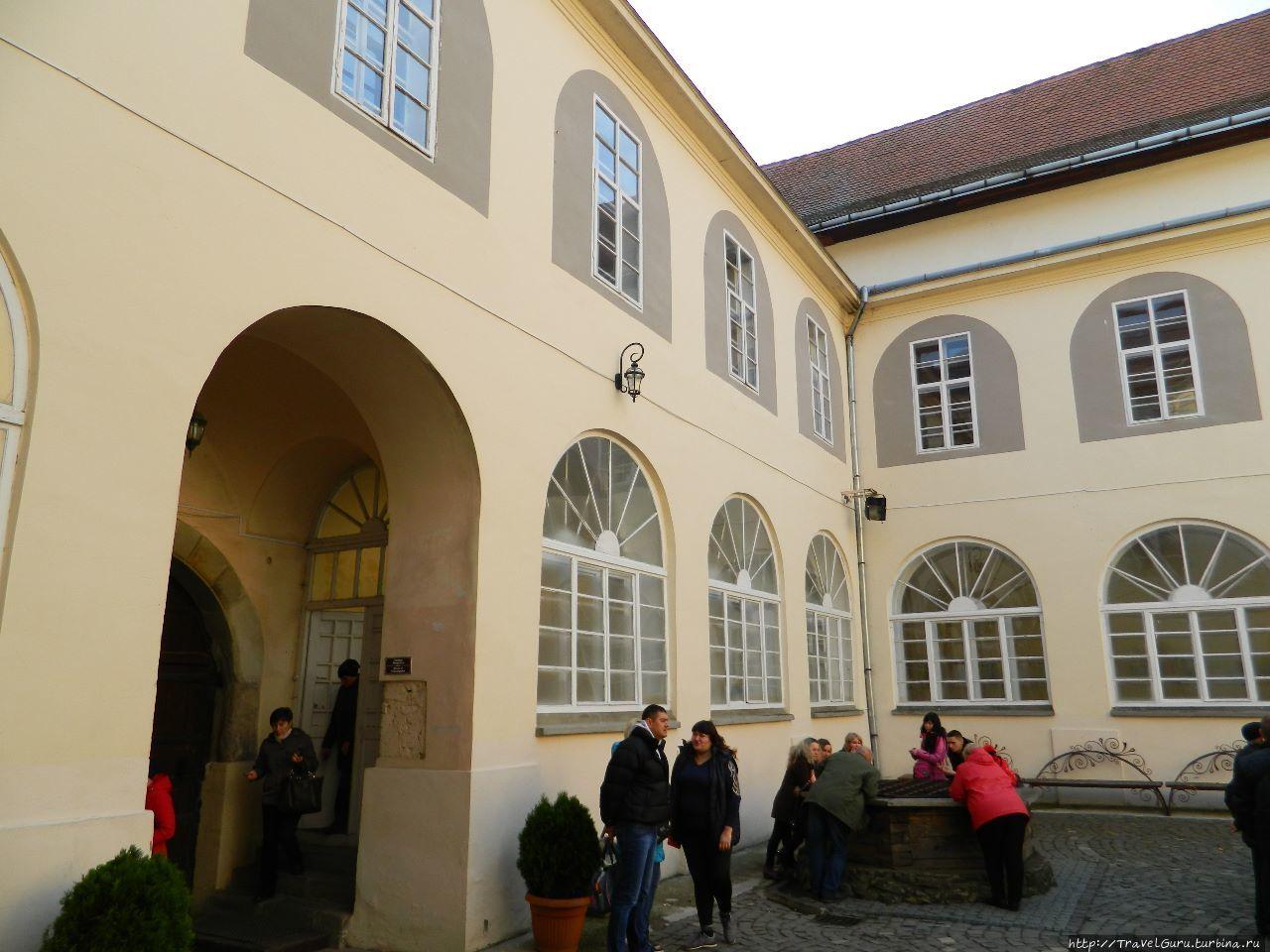Внутренний двор цитадели.