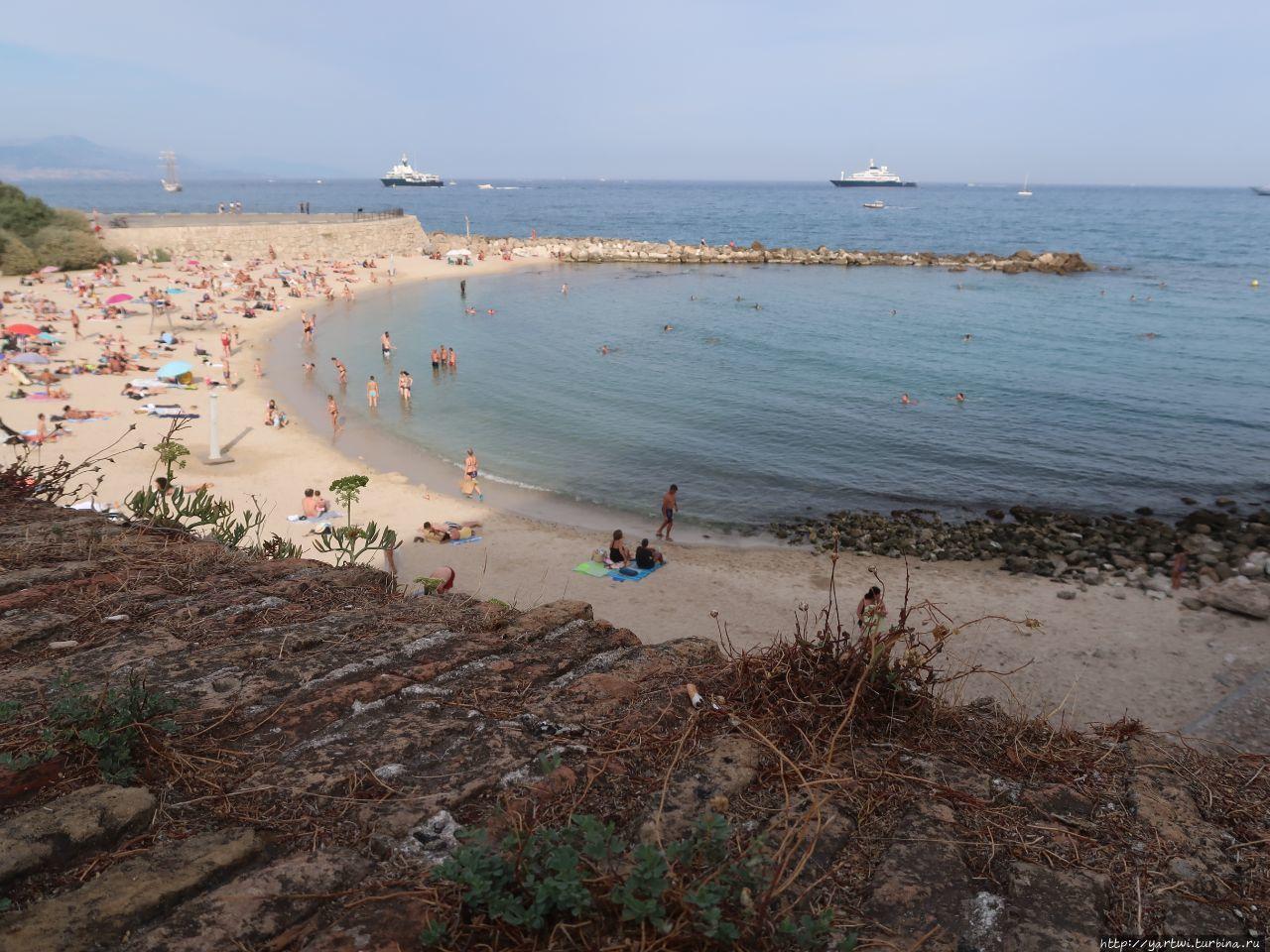 Пляж де ля Граветт. Вид с