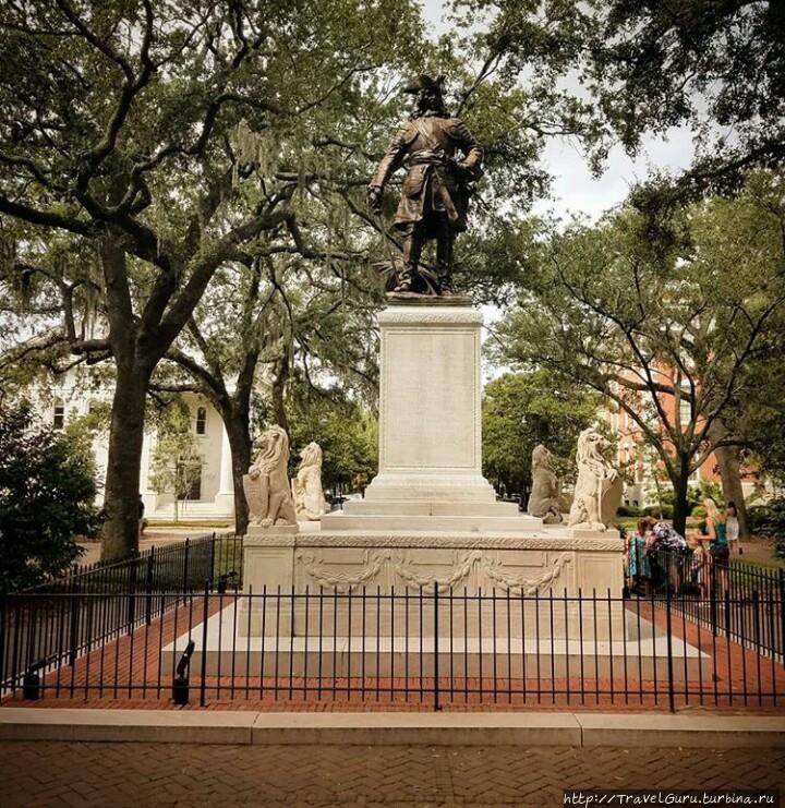Памятник основателю город