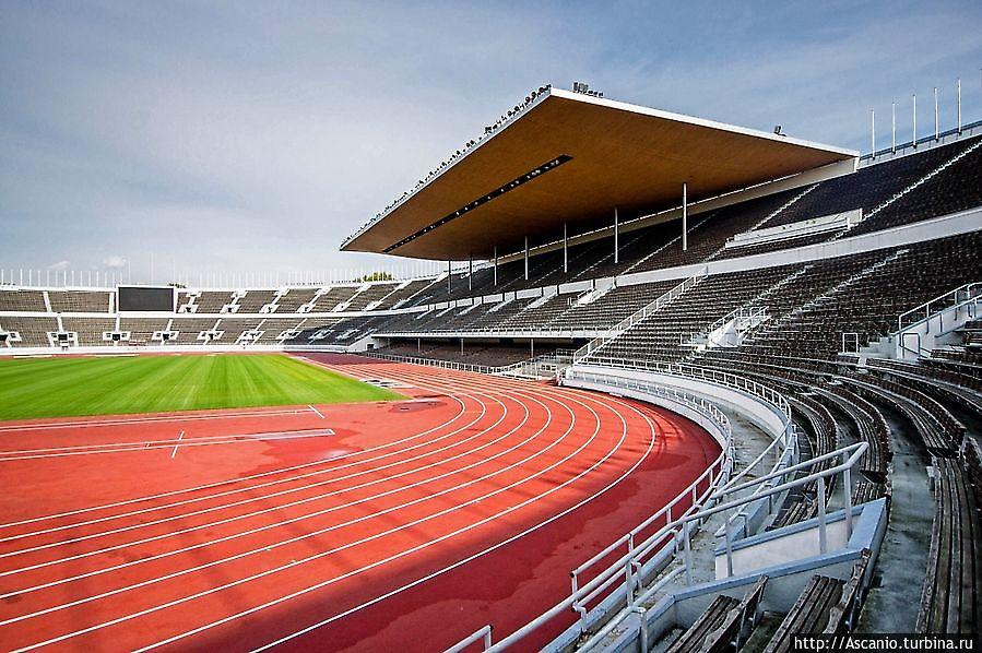 гладкого вспененного олимпийский стадион фото поисковик