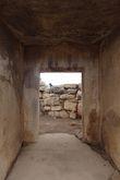 Дверной проем внутри дольмена в Таршине