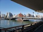 Низкий мост через реку Сумида, фото из интернета.