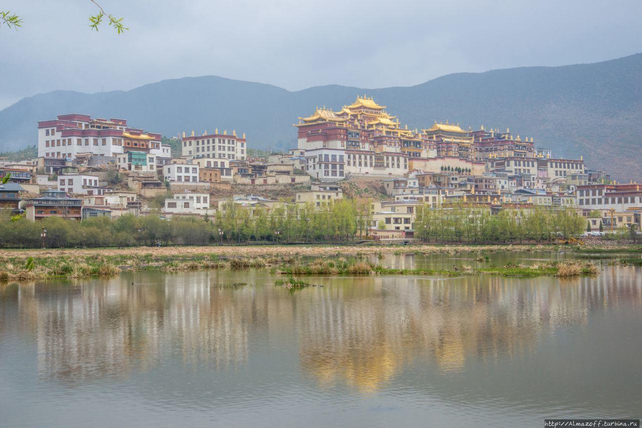 монастырь Ганден Самцелинг Шангри-Ла, Китай