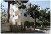 На улице Бьялик можно найти много архитектурных чудес, дом Шомо Яфе является одним из них. Кубическая форма строения, белоснежные стены с квадратными окнами и даже внутренняя обстановка воплощают в себе стиль баухауса. Здание сохранилось в прекрасном состоянии с 1935 года.