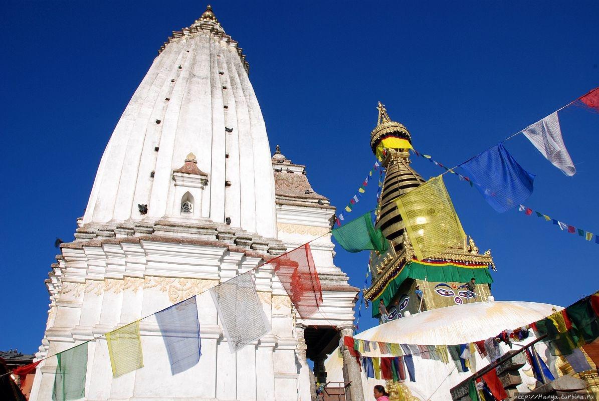 Anantapura Shikhara слева