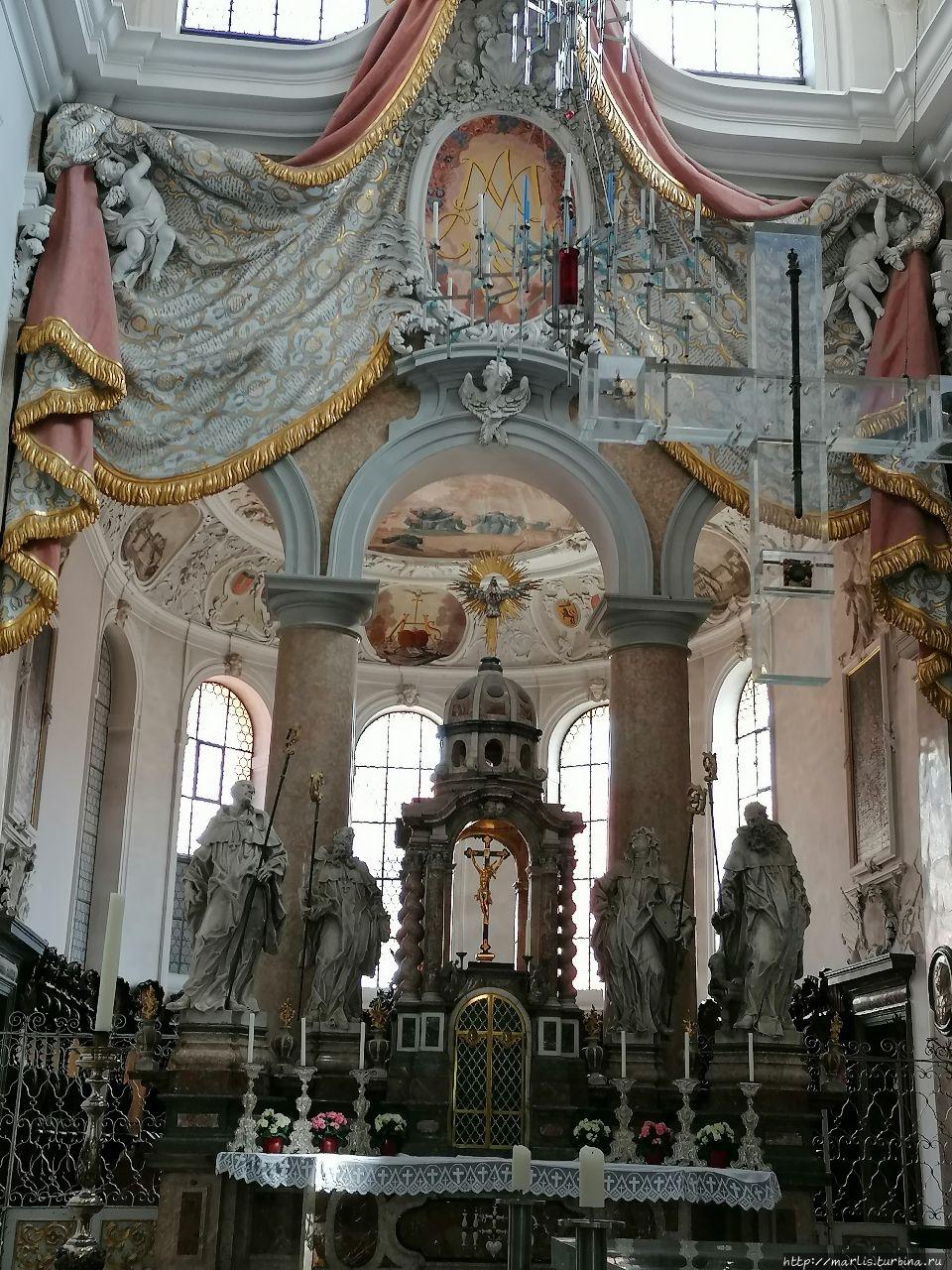 Санкт-Манг алтарь в монас
