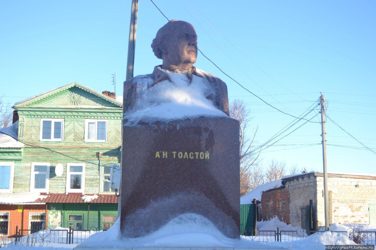 Памятник Алексею Николаевичу Толстому Пугачёв, Россия