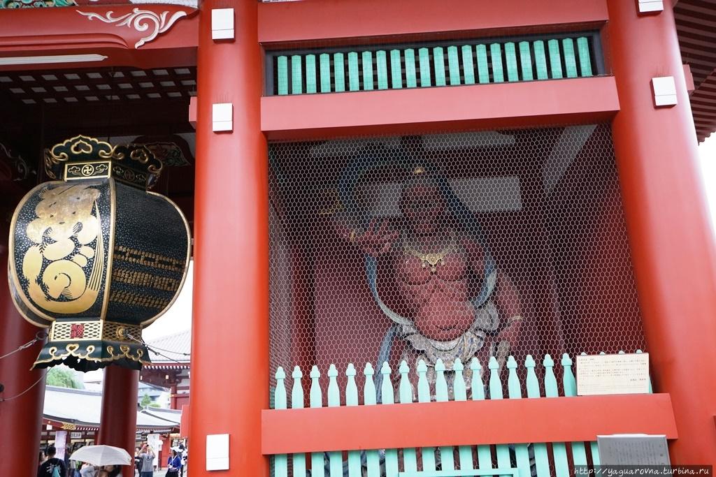 Статуя бога ветра Фудзин