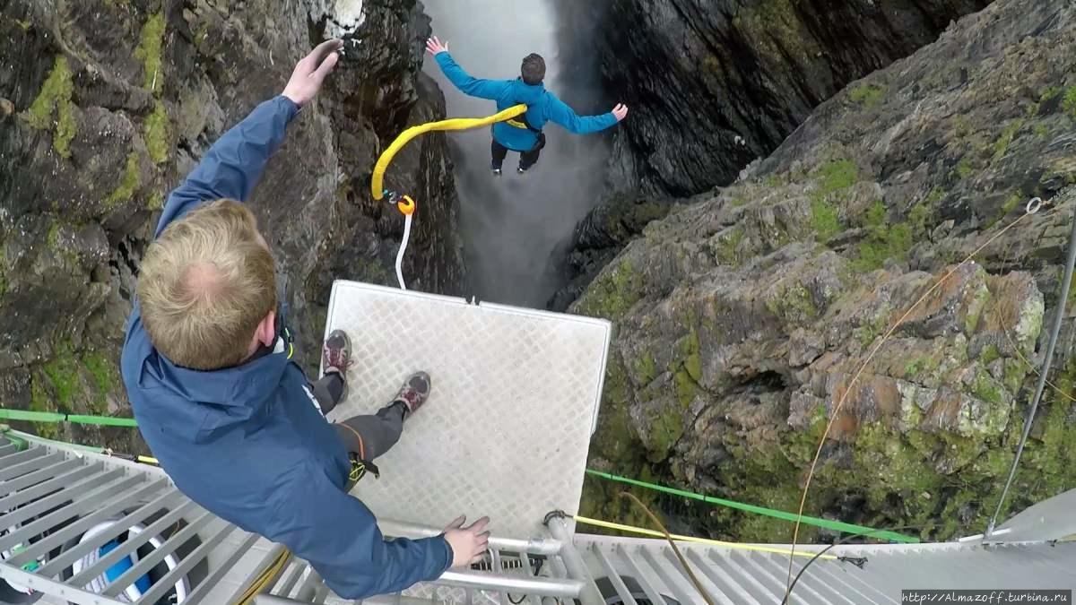 водопад и мост Горса Биртаварре, Норвегия