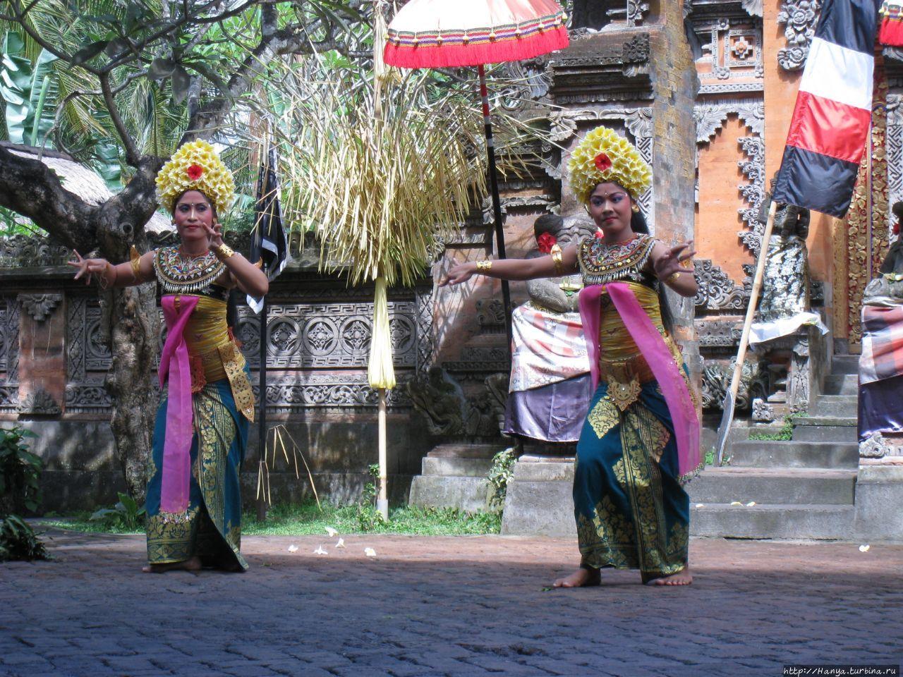 Танцы помощниц Рангды