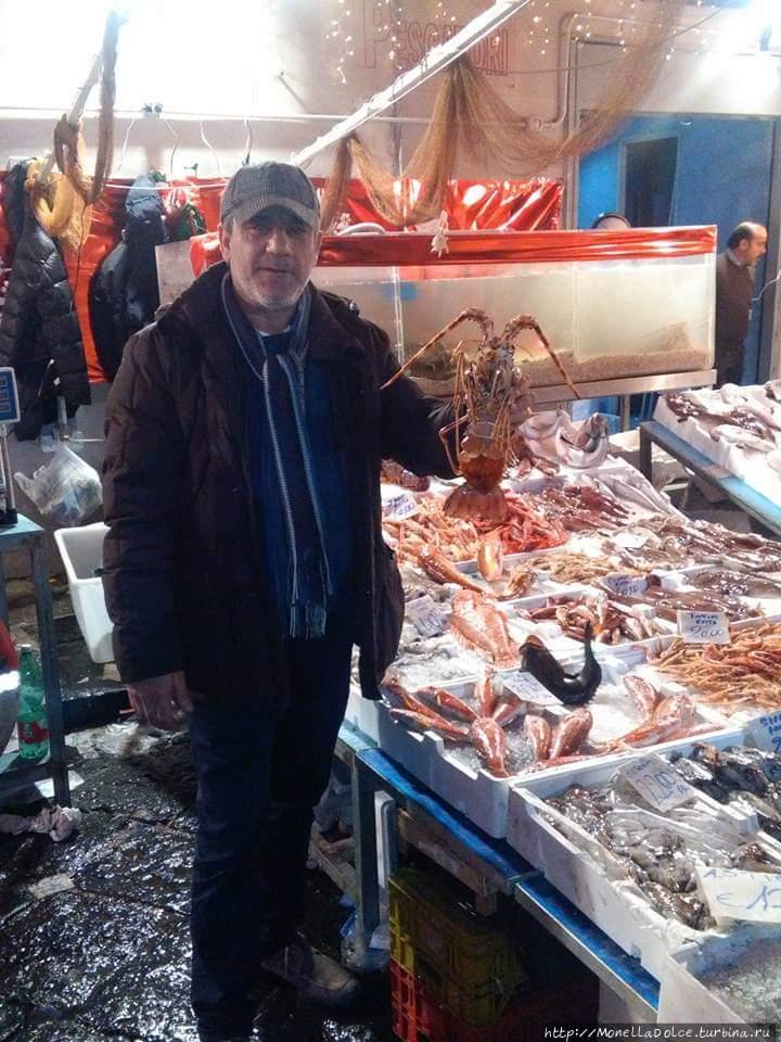 Рыбный базар Порта Нолана Неаполь, Италия