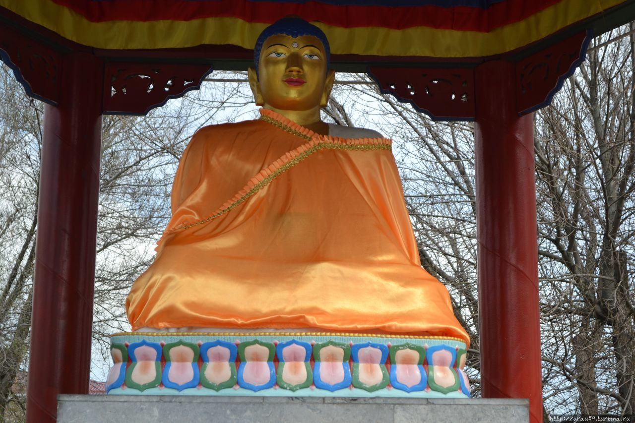 длинный фото памятник будды элиста легко