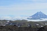 Вдали — вулкан Вилючинский