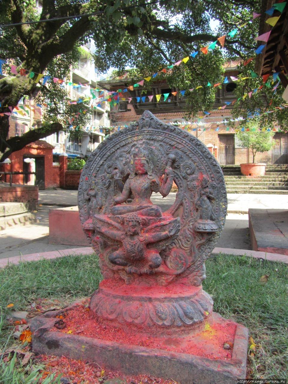 Статуя Вишну с Гарудой, P