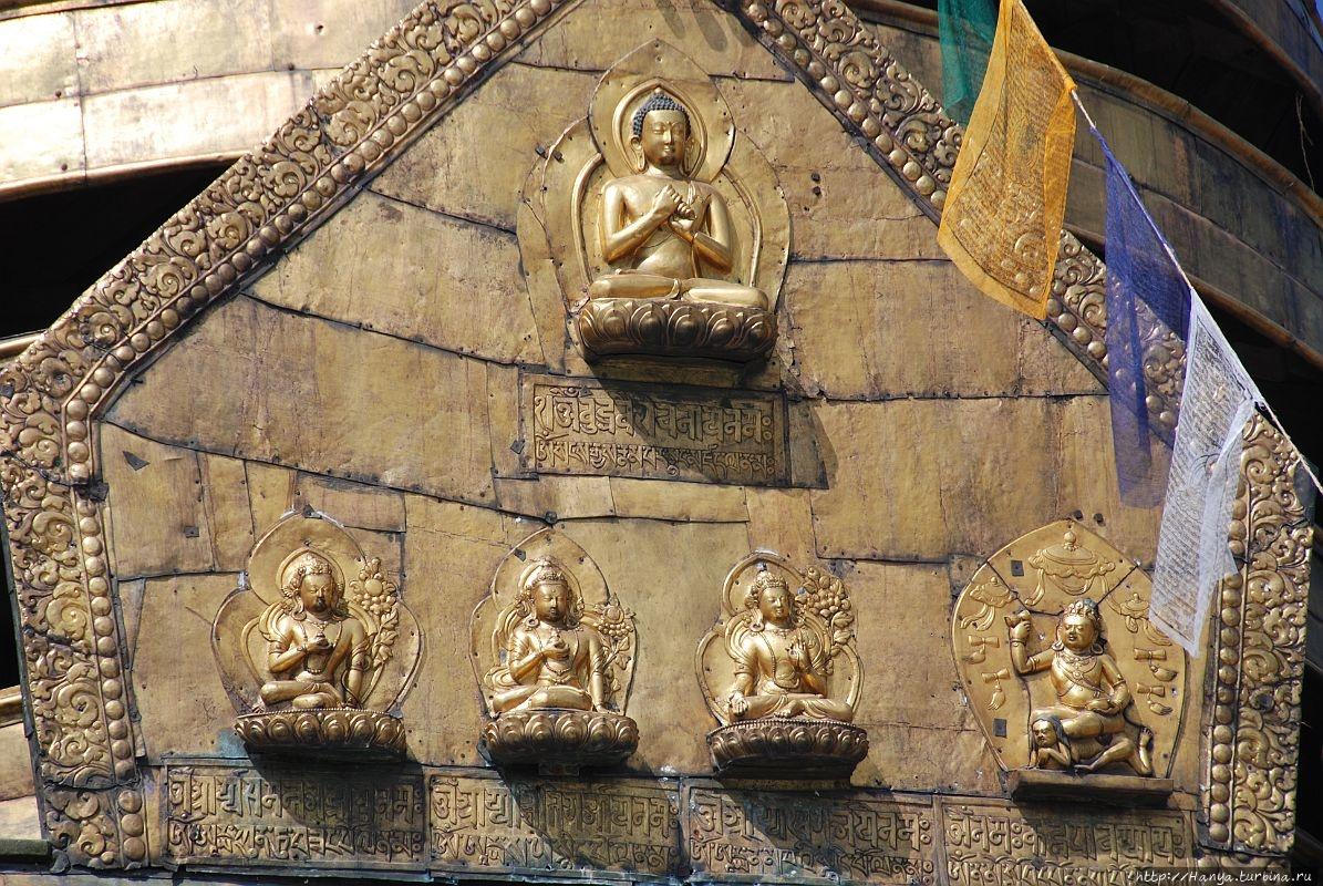 Торана с 5-ю Буддами