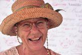 Жители острова — люди приветливые, словоохотливые и весёлые. Иногда встречаются персонажи из Аргентины с подозрительным немецким акцентом... ммм...