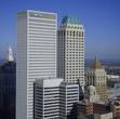 Здание с зелёной крышей — 156-метровый небоскрёб Mid-Continent Tower.