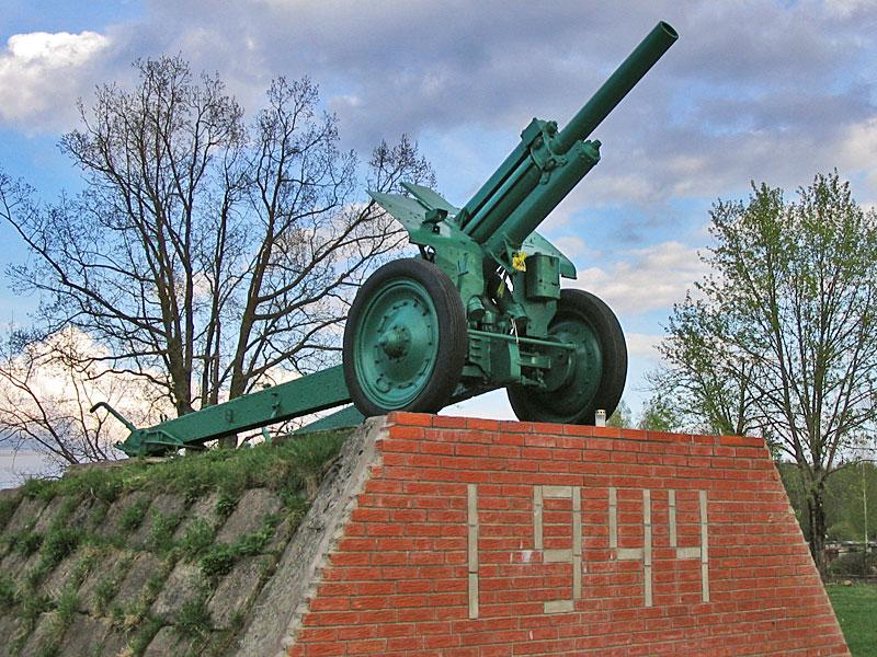 Памятник освободителям Нарвы в 1944г. у Эстонской ГРЭС