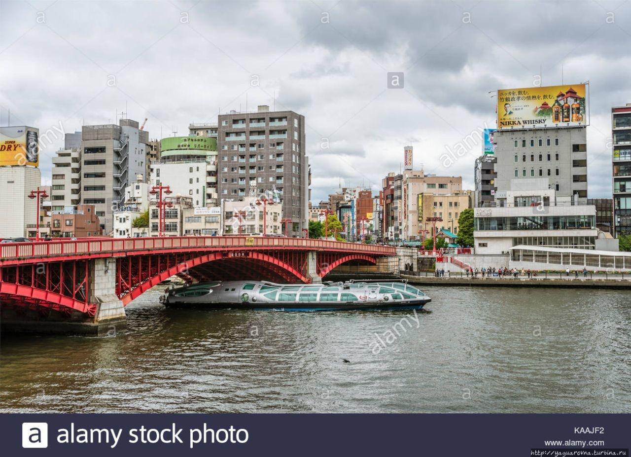 Красный мост через реку С