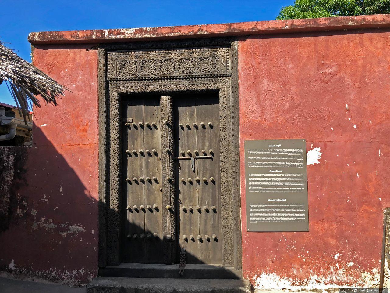 Оманские двери в крепости