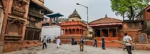 Слева-направо: Колокольная Башня, Храм Кришны, храм Сарасвати. Из интернета