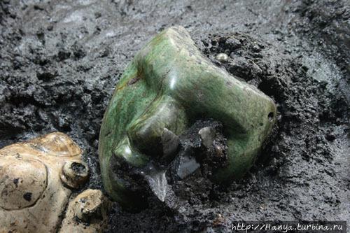 Недавно раскопанная маска