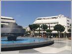 Отель Cinema. Действующий отель-бутик, который когда-то был одним из первых в Тель-Авиве кинотеатров. Кинематографическая тематика 30ых годов и сейчас остается лейтмотивом в его дизайне: настоящие проекторы, стулья кинотеатра и постеры фильмов украшают лобби отеля.