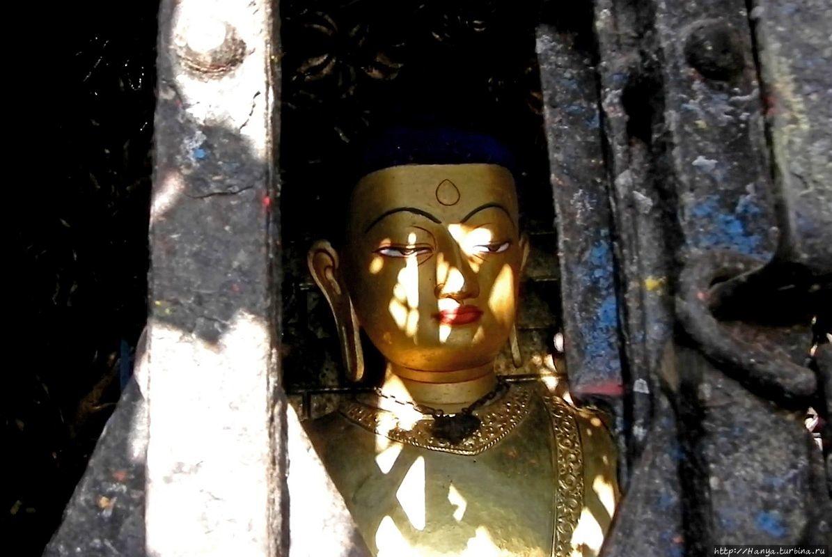 Статуя Akshobhya East Dhy
