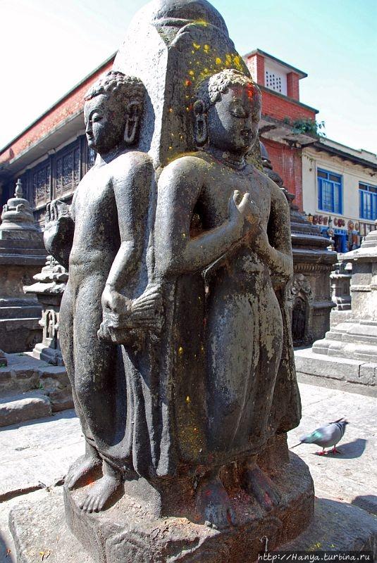 Четыре статуи Будды. Из и