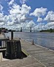 Река Кейп-Фир и соединяющий её берега мост