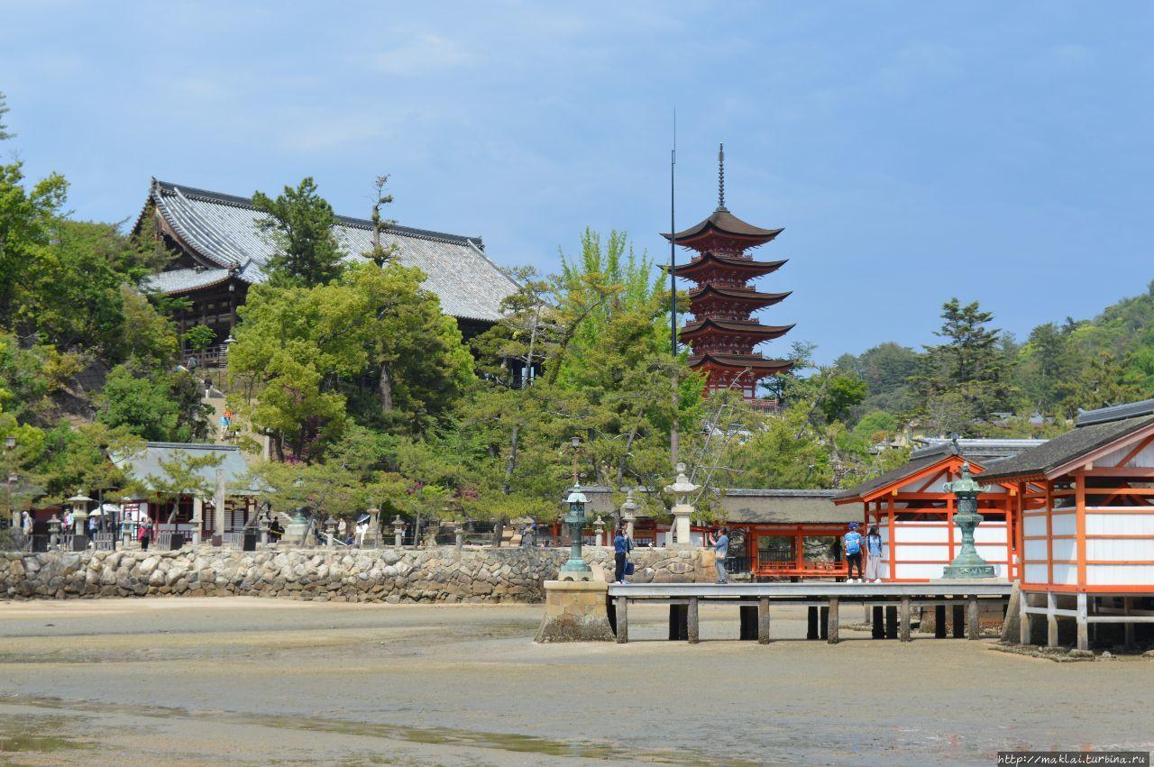 Пятиэтажная пагода и Зал