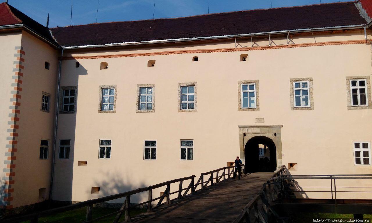 Вход в дворец-цитадель че