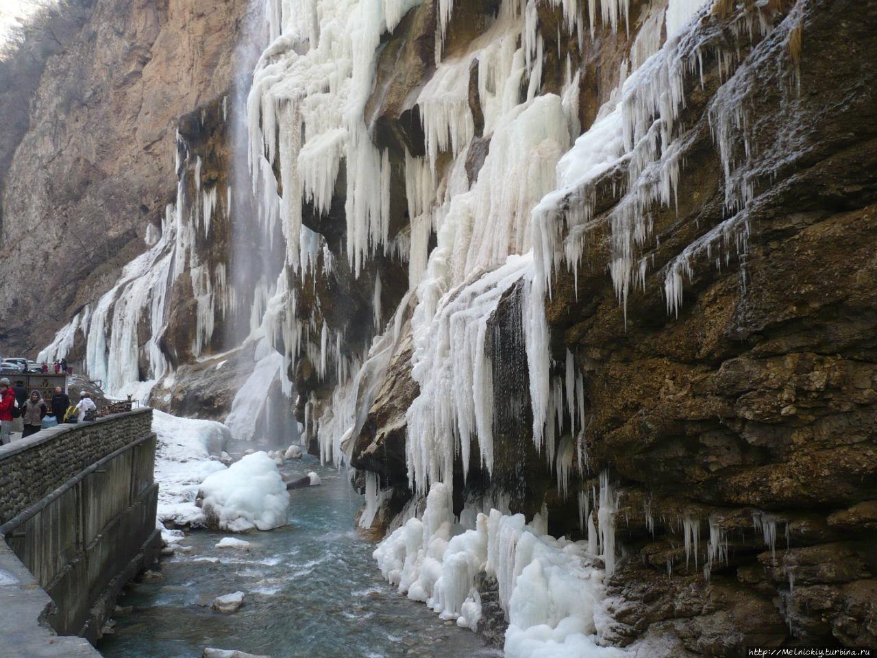 хоть фоторепортаж чегемские водопады картина