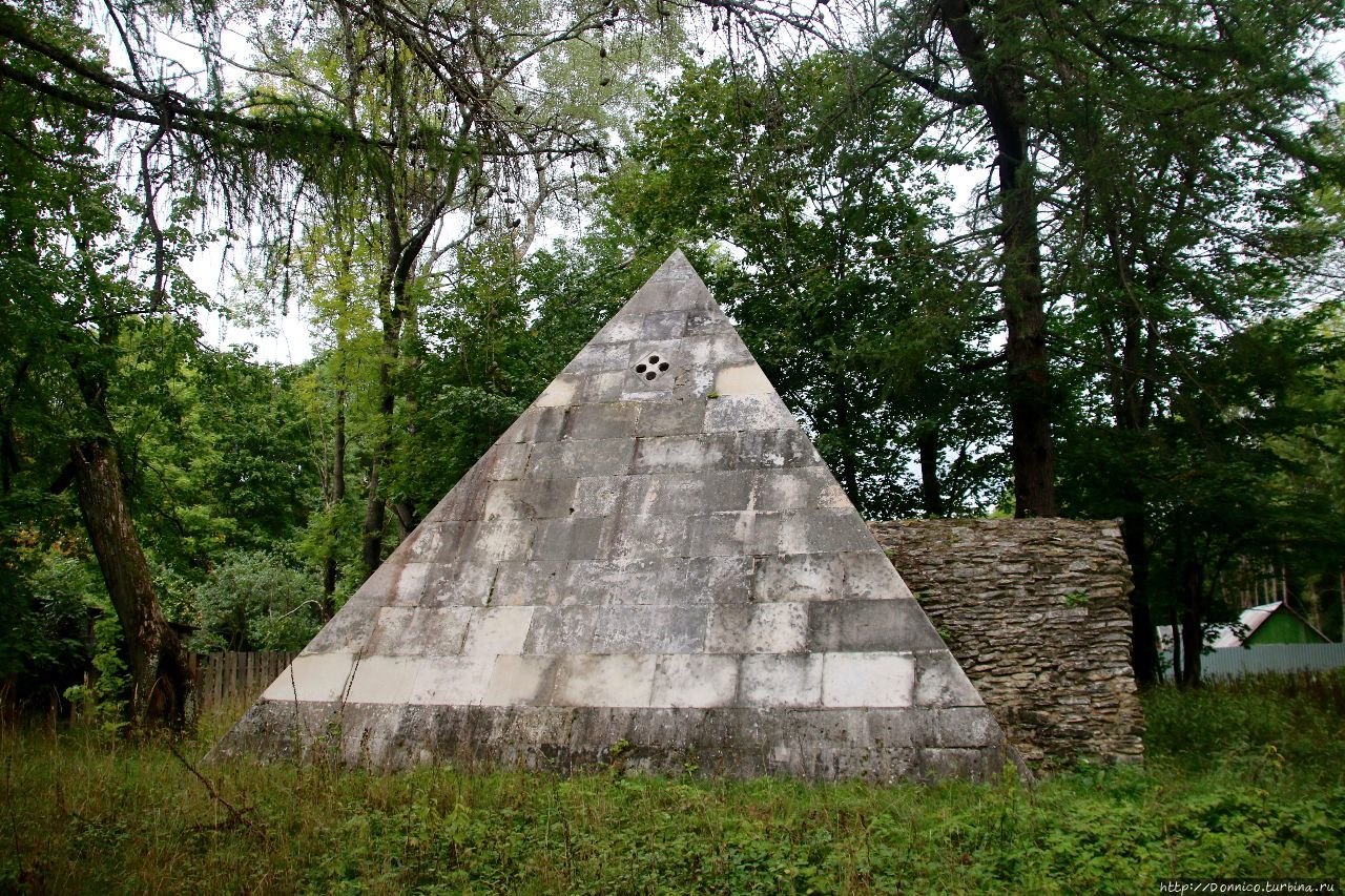 российские пирамиды фото металлическая дверь может