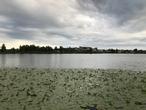Озеро Кагальское близь центральной площади, по периметру которого построили набережную.