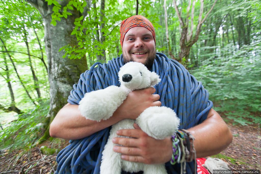 Фродо с плюшевым медведем