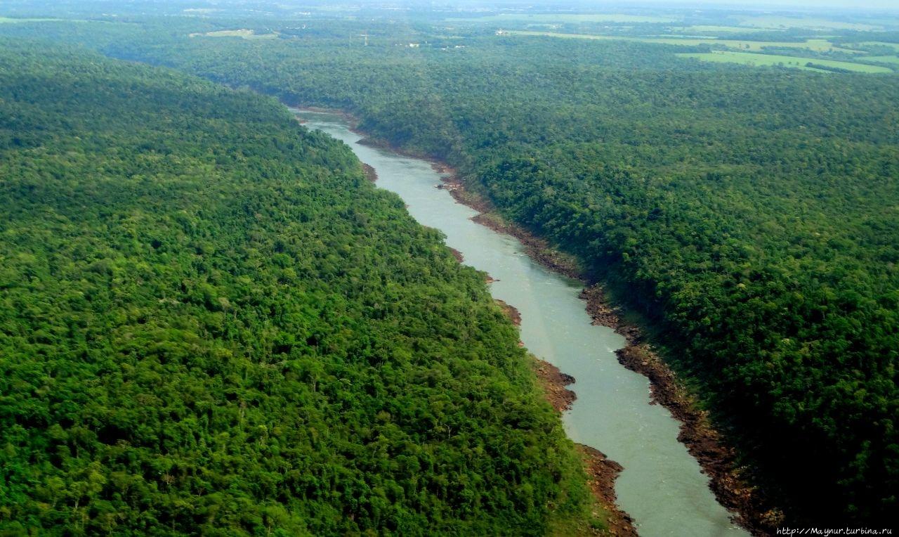Река Игуасу  после  порог