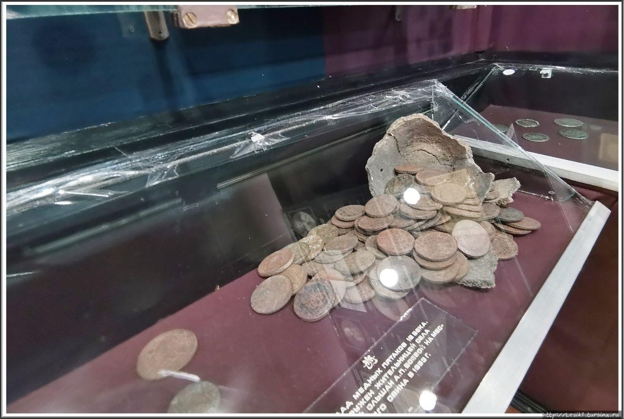 Клад с медными монетами.