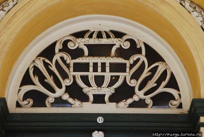 Деталь окна Kat Balcony.