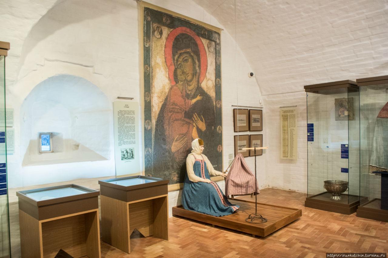 фотографий ржавых областной краеведческий музей архангельска фото старинная брошка